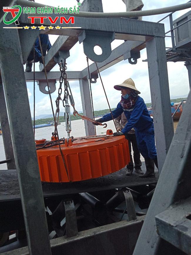 lắp đặt nam châm điện ttvm tại cảng
